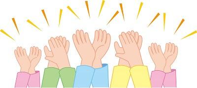 メリット効果に拍手する人たちの手